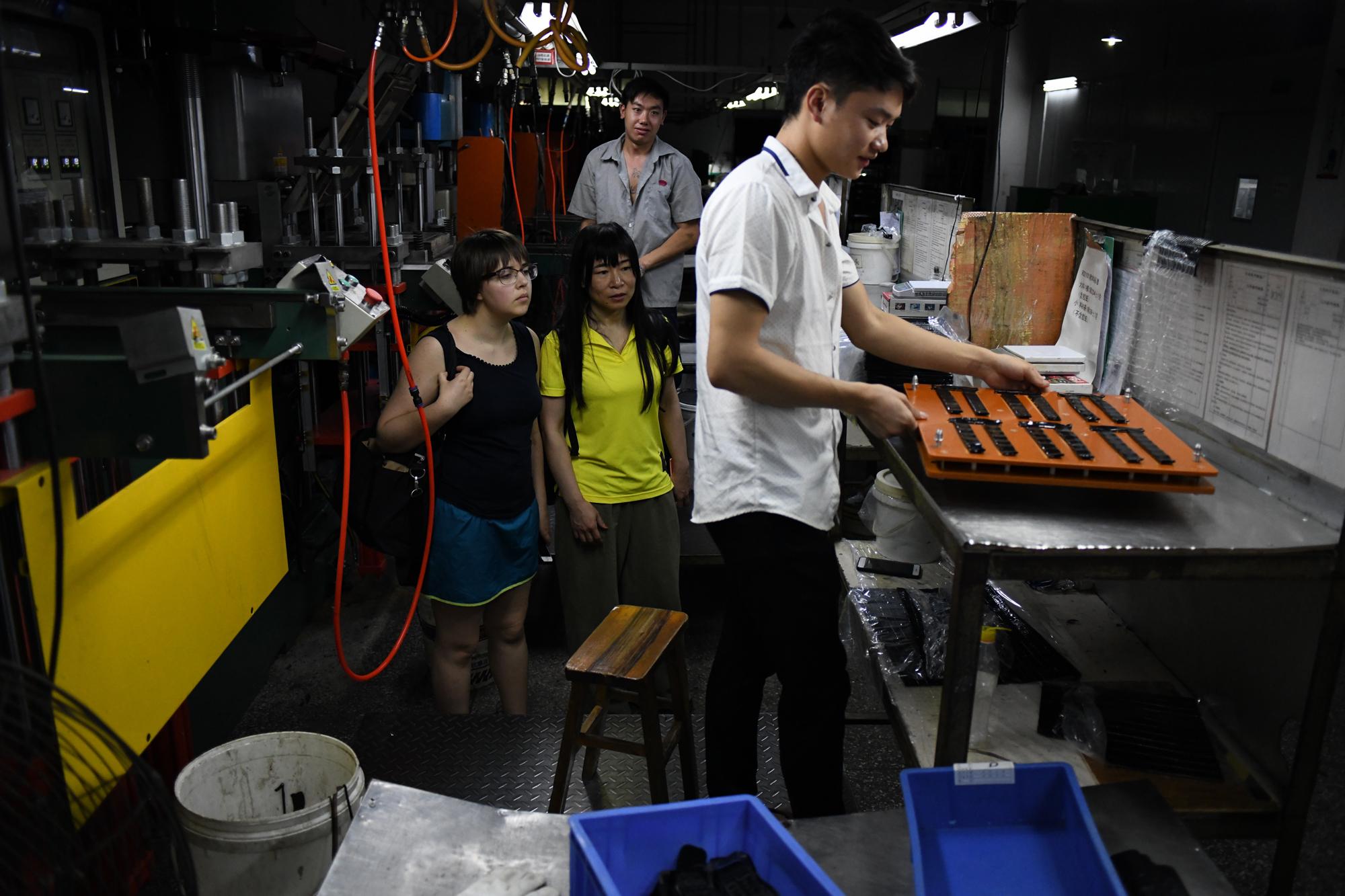 Zheng Xiaoqiong and the author in an electronics factory in Dongguan, China. Photo by Zhan You Bing 占有兵.