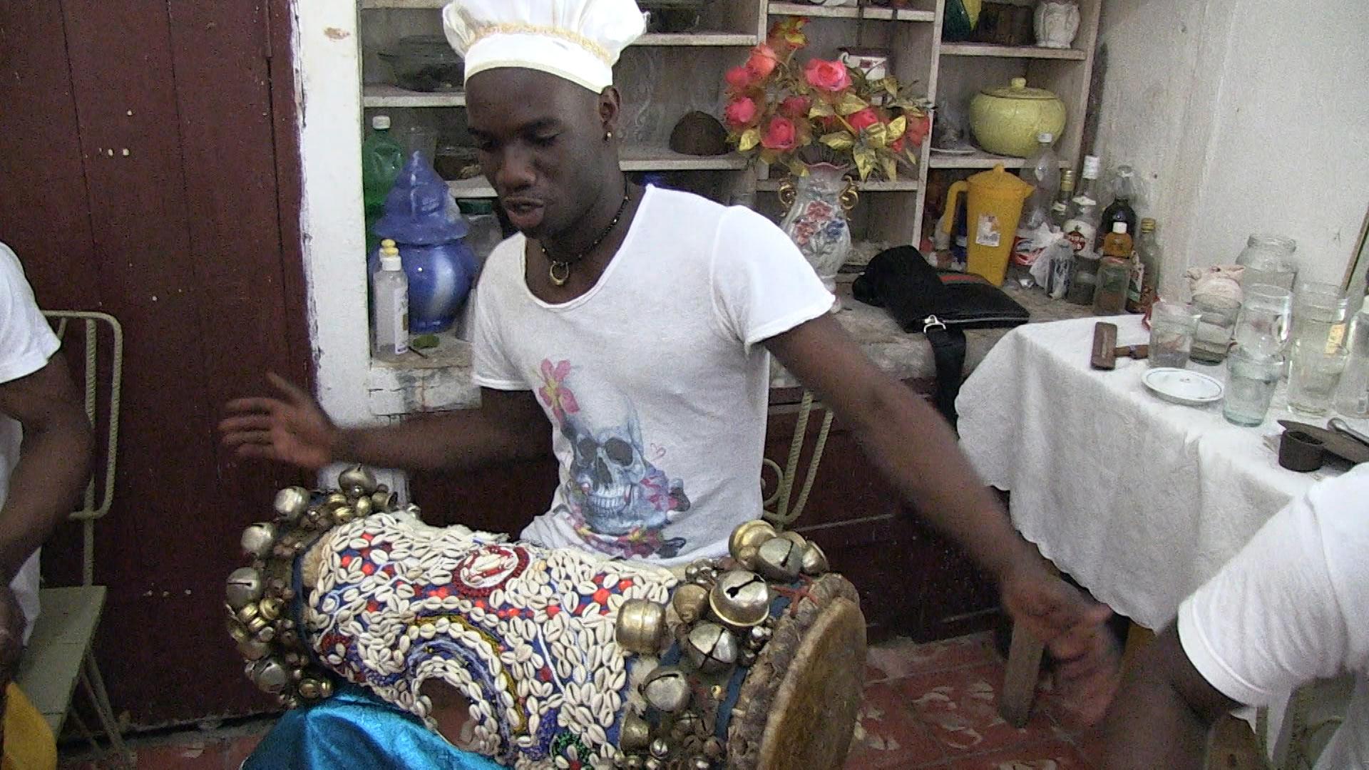 Bata drummer